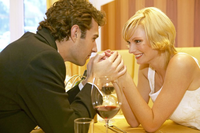 Verliebtes Paar in einem Restaurant, Couple in love at a restaurant