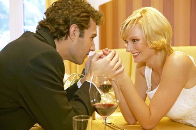 Verliebtes Paar in einem Restaurant, Couple in love at a restaurant