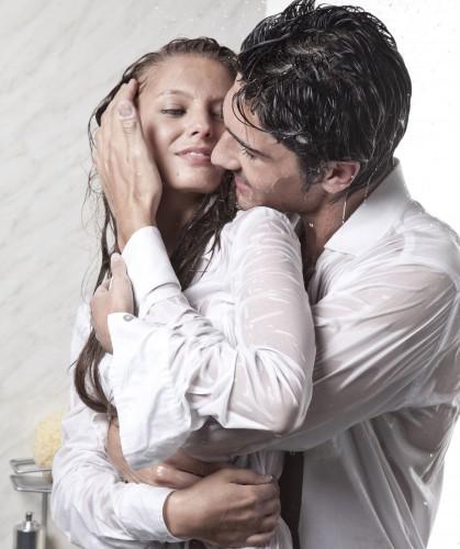 coppia in doccia