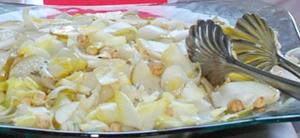 Salata de andive cu nuci, pere si Roquefort