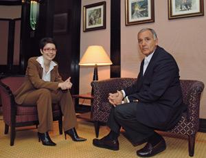 Mihaela Liliana Stroe, Joe Navarro