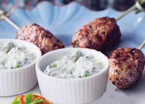 Chiftele, carne, vita, sos, tzatziki