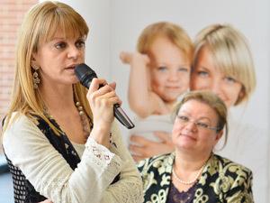 Dr. Carmen Curea