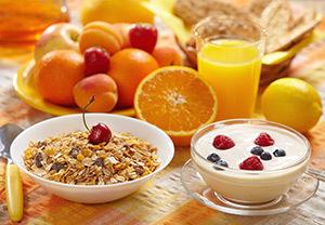 Mic dejun, cereale, fructe