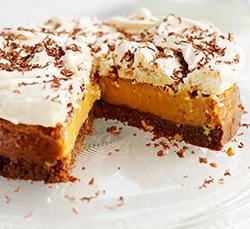 Tort de caramel sarat si bezea cu alune