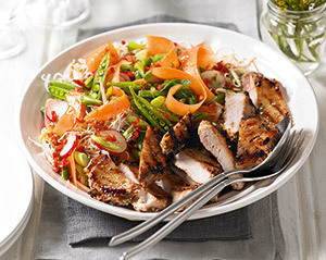 Salata de legume in stil oriental, cu friptura de porc