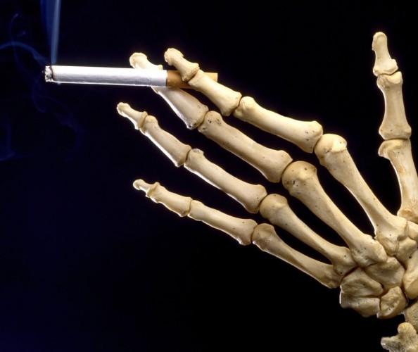 Symbol Rauchen,  Skeleton Hand Holding Cigarette