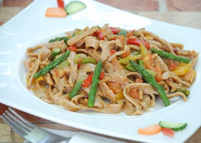 tagliatelle spelta cu sparanghel si legume(1)