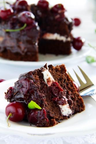 thinkstock-tort-ciocolata-crema-branza