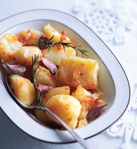 cartofi-cuptor-rozmarin-usturoi
