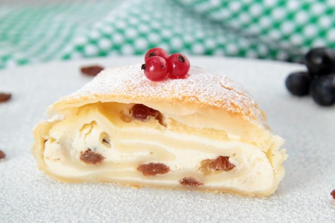 placinta-branza-dulce-stafide