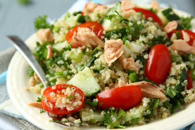 salata-quinoa-somon