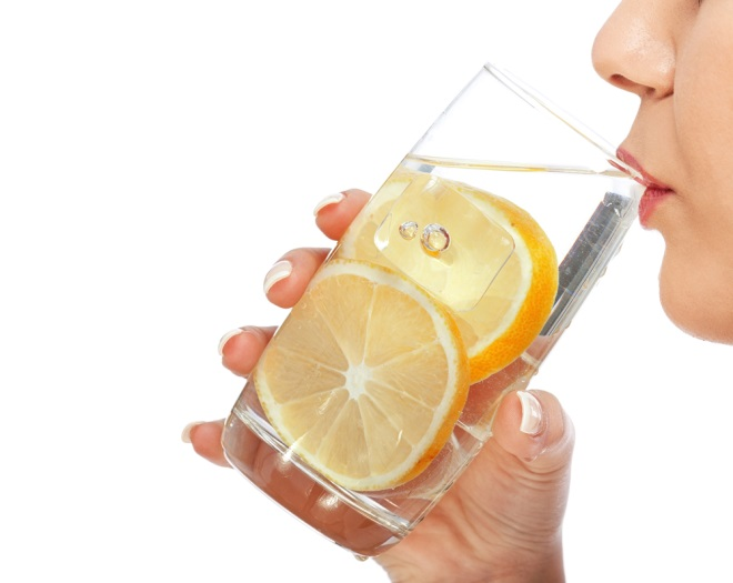 De ce nu slăbești dacă bei apă cu lămâie. Tot ce credeam până acum era fals - IMPACT