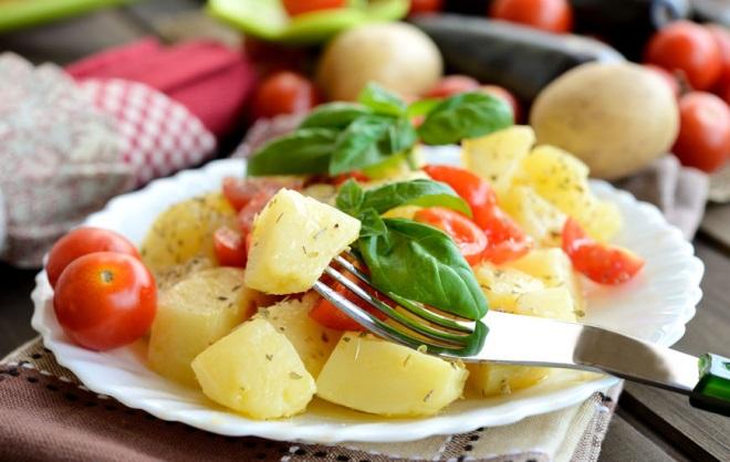 salata cu cartofi si legume