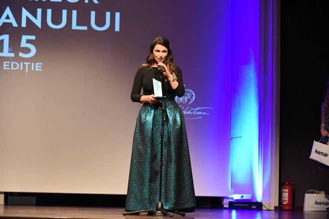 Alina Vasea, premiul Femeia Anului 2015, categoria Promovarea si Apararea Drepturilor Copilului