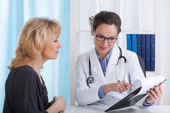 femeie la doctor