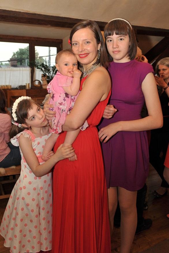 roxana iliescu cu fetele