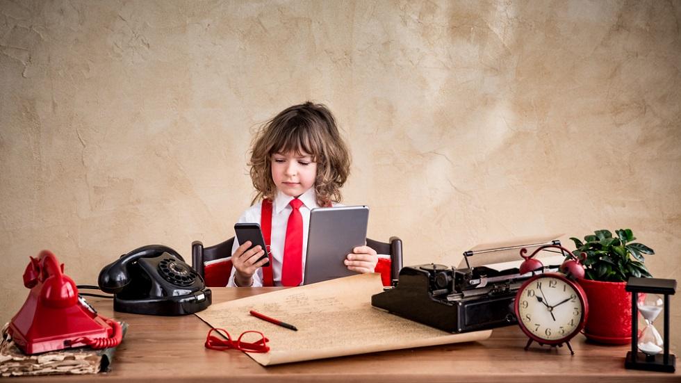 Copil cu gadgeturi