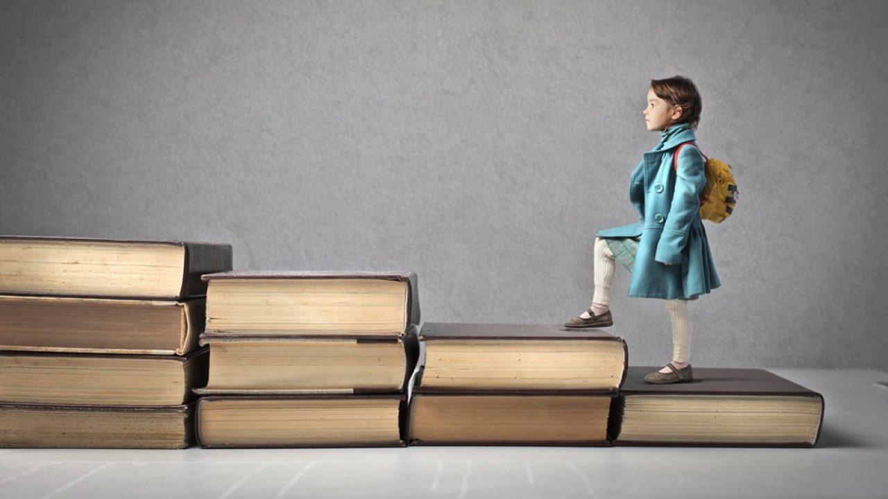 Noua programă ne dezvăluie că elevii români vor învăţa mai puţin