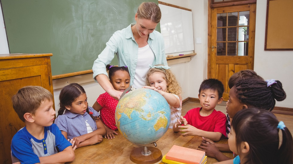 profesoara-cu-elevi