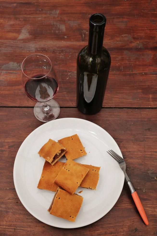 vin-rosu-cu-aperitive