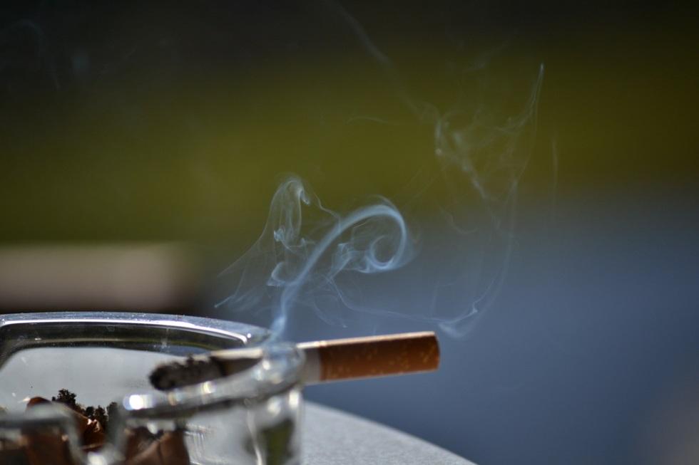 fum-de-la-tigara-aprinsa