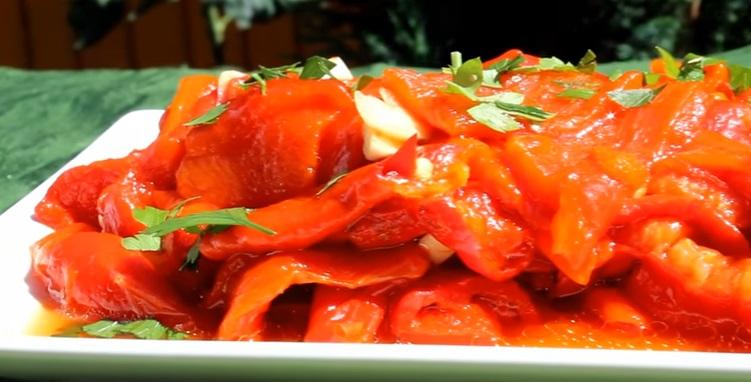 Salata de ardei copti cu ulei de masline