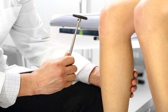 testare reflex genunchi