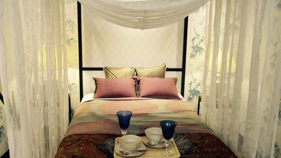patul din dormitor