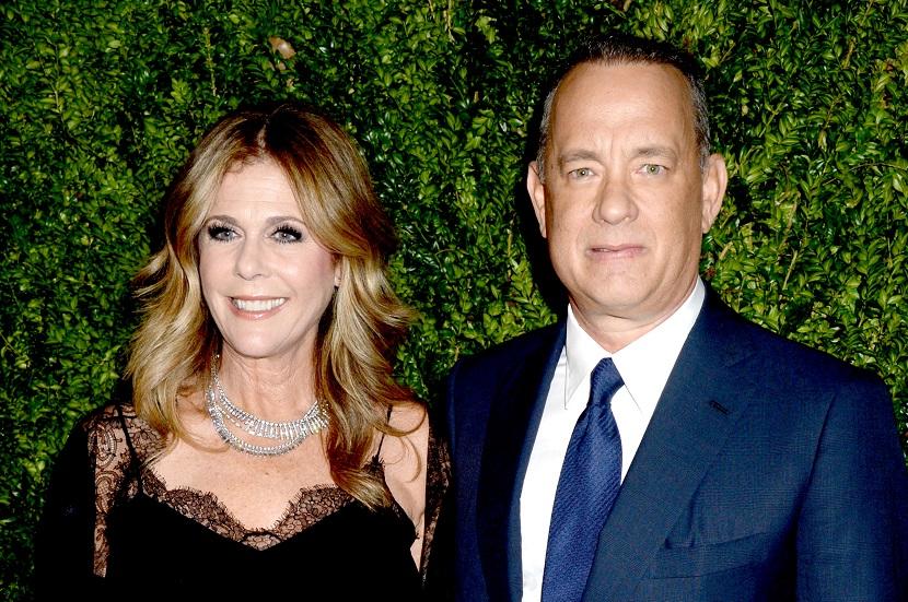 Rita Wilson, sprijinită de soțul ei, Tom Hanks pentru a ...
