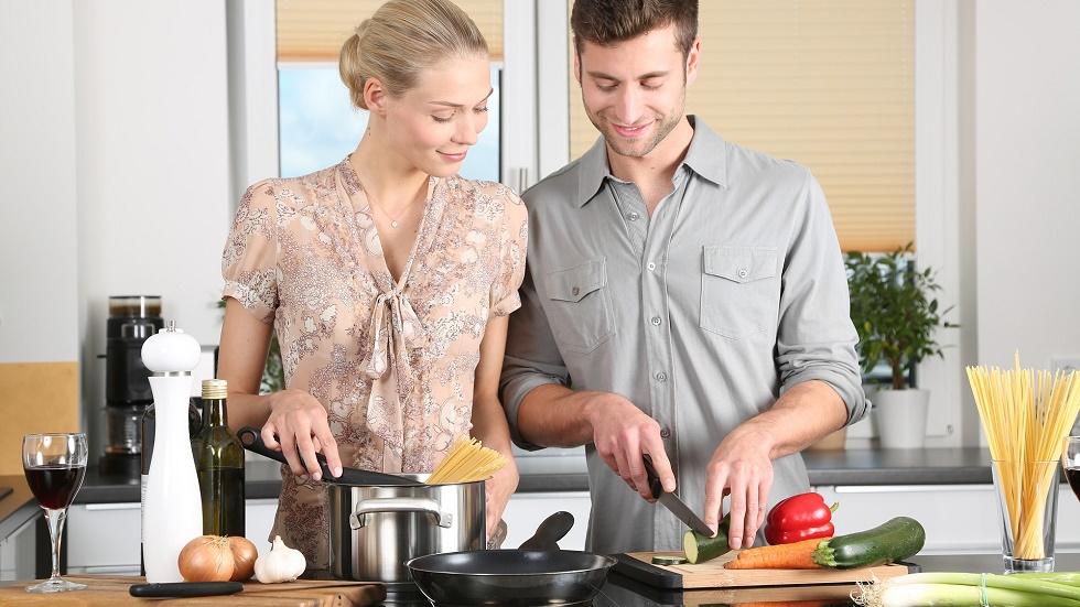 6 trucuri din bucătărie prin care economisești timp și bani
