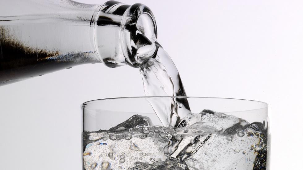 Cum îți afectează apa minerală dinții