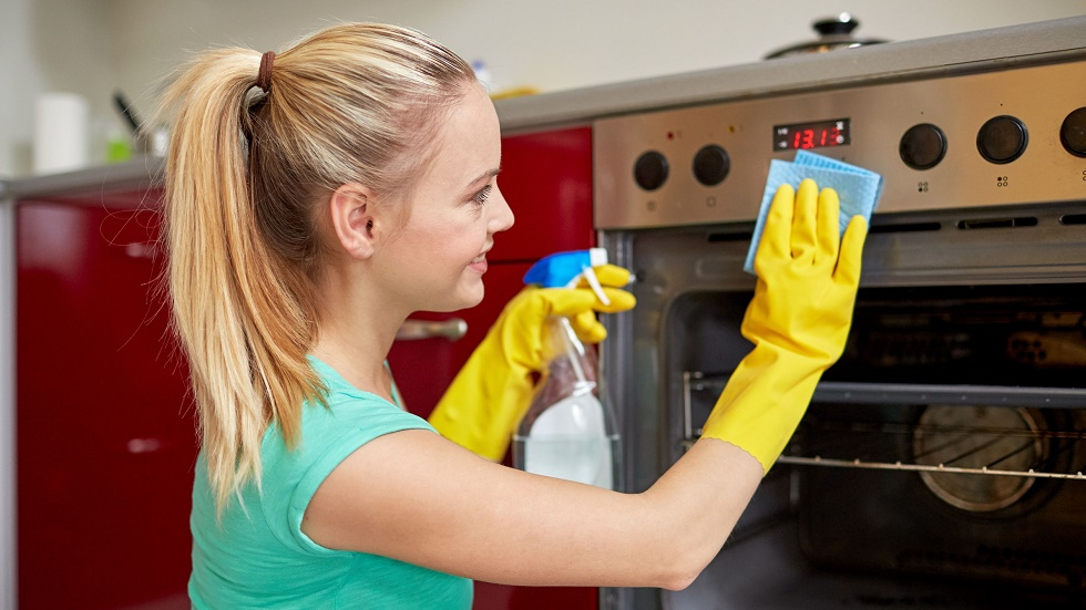 greșeli pe care le faci atunci când îți cureți bucătăria