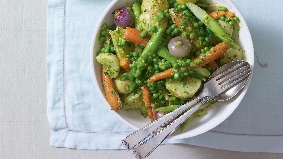 legume de primăvară și sos pesto