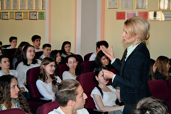 mihaela olaru le vorbeste elevilor