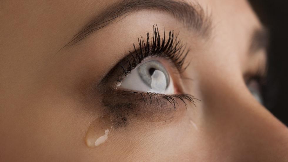 5 trucuri care te ajută să îți stăpânești lacrimile