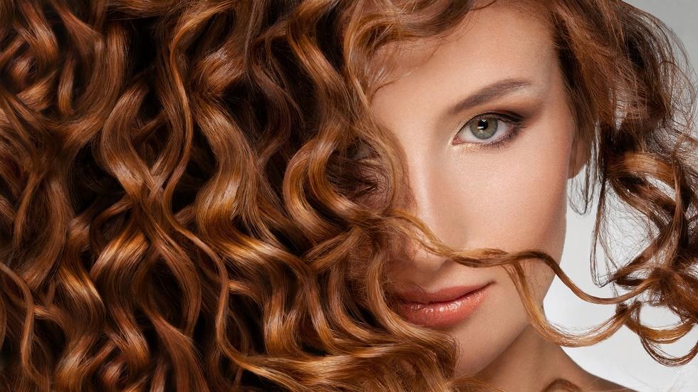 5 trucuri pentru părul creț, uscat sau vopsit