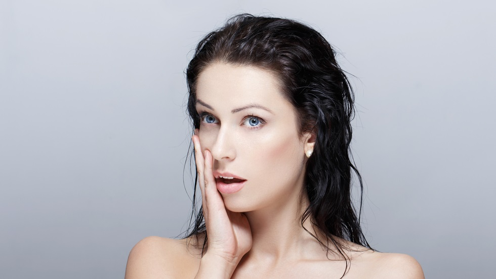 7 lucruri pe care nu ar trebui să le faci atunci când ai părul ud