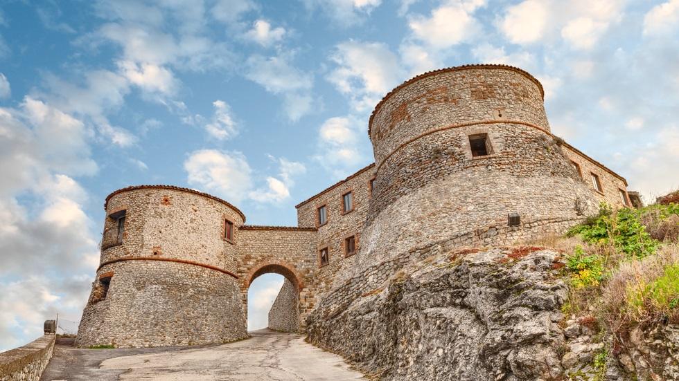 Ce condiție trebuie să îndeplinești pentru a obține gratis o vilă sau un castel istoric