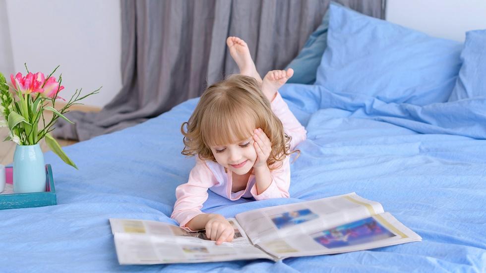 Cum sprijini copilul să observe superficialitatea modelelor mass-media