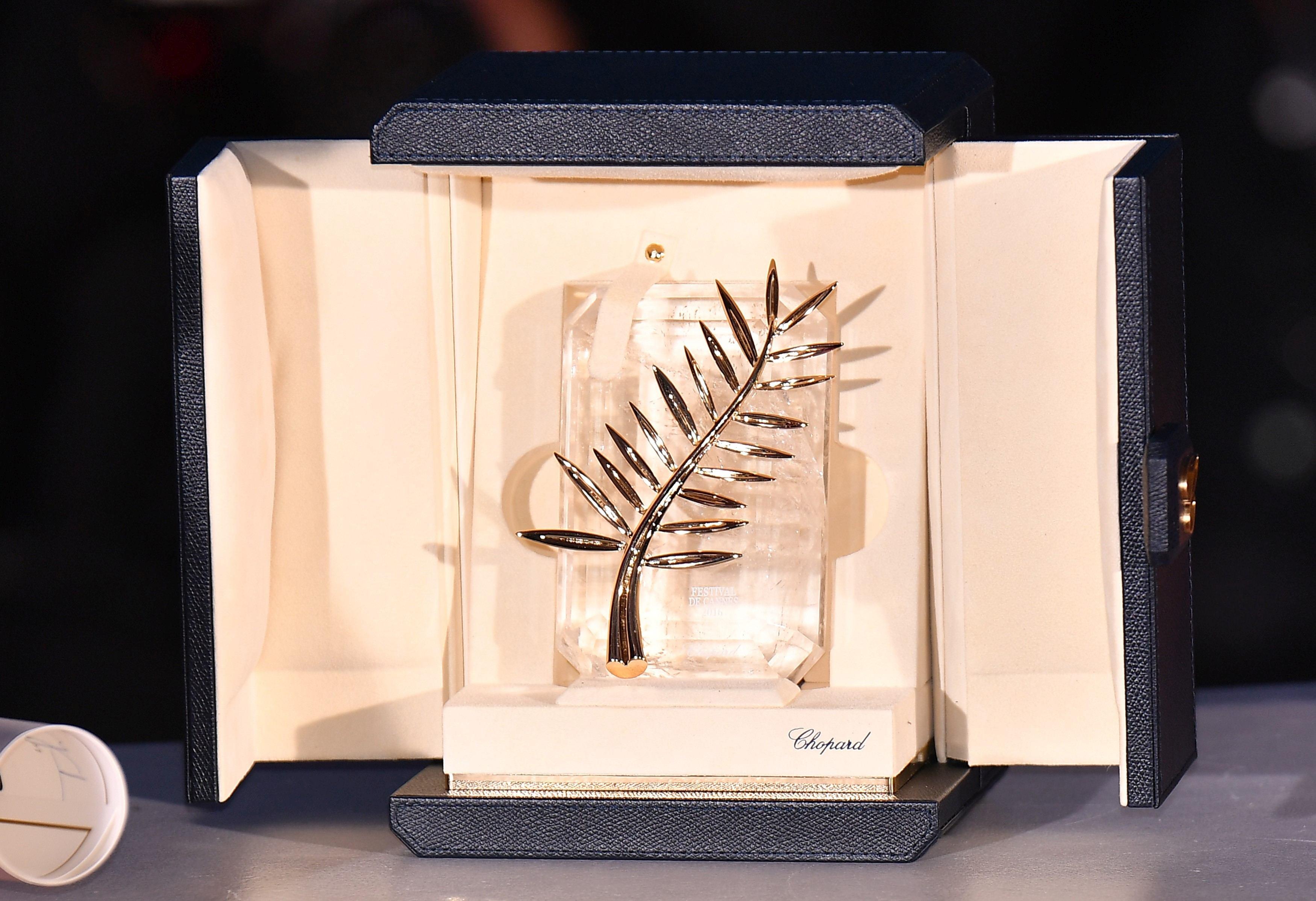 Palme d'Or (Golden Palm) Trofeul Festivalului de Film de la Cannes 2017