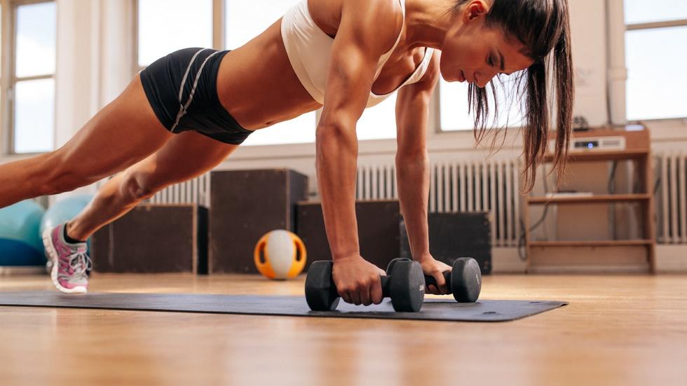 La ce pericole te expui atunci când urmezi un antrenament fizic intens