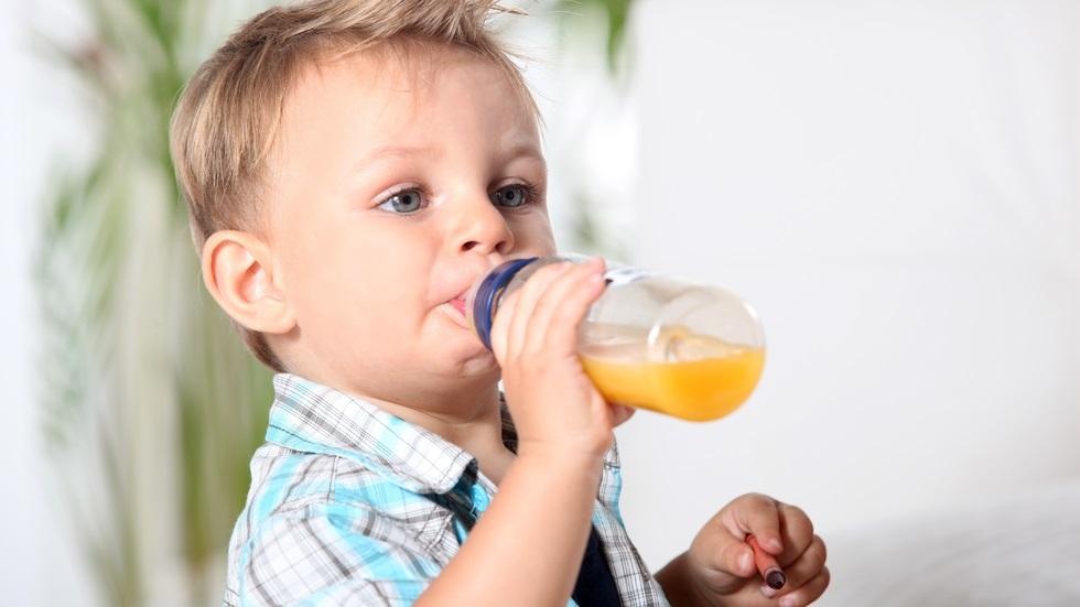 copiii cu vârsta sub un an nu ar trebui să consume sucuri din fructe