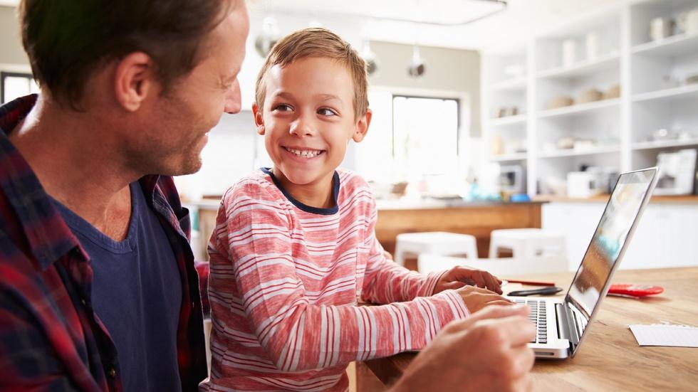 cum se raportează copiii și părinții la tehnologie