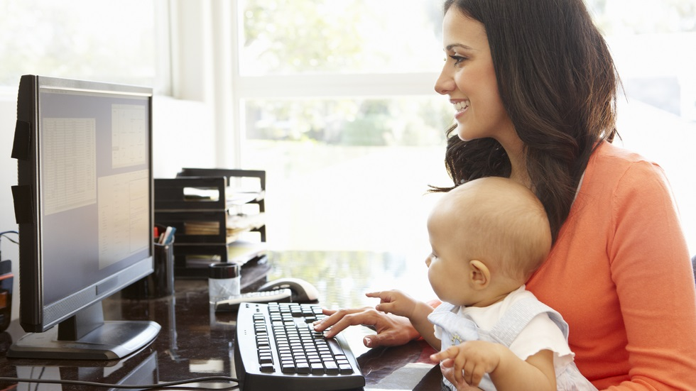 femeile care devin mame se descurcă mai bine la muncă