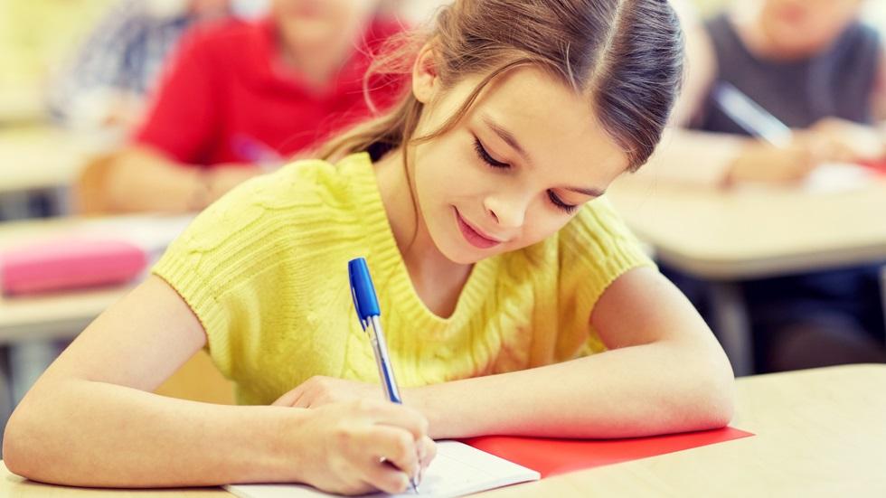 Atunci când vine vorba despre școală, copiii au fost educați în ideea în care notele de 10 reprezintă inteligența absolută