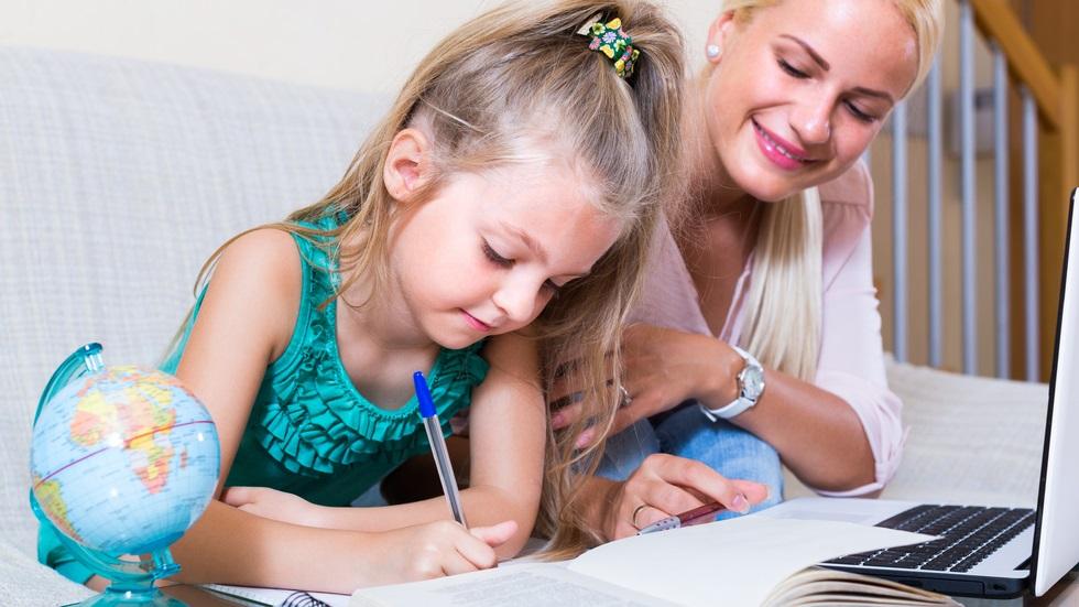 pași simpli prin care convingi copilul să își facă temele