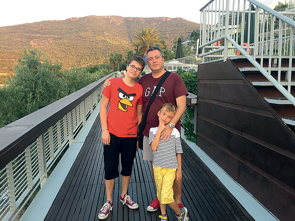 sotul Stefan si baietii Bogdan si Mihnea