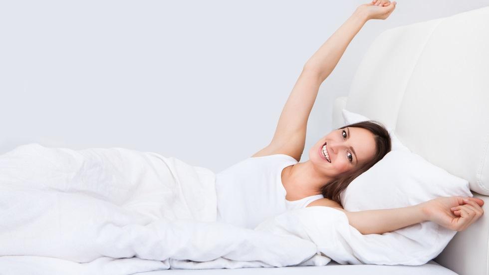 Cât trebuie să dormi dacă îți dorești să fii fericit