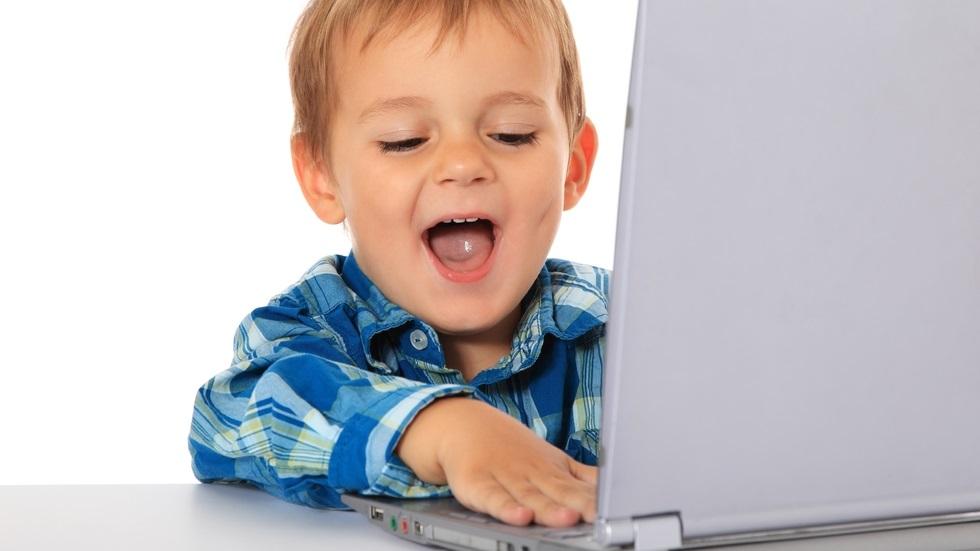 Care sunt efectele tehnologiei asupra dezvoltării copilului